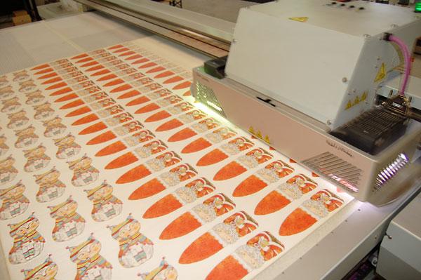 Unser UV-Drucker, der gerade Katzen und Weihnachtsmänner druckt
